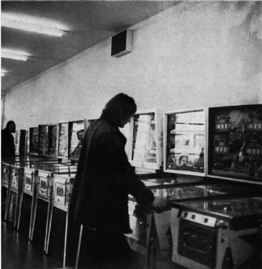 Figure 2: A Shangri-La machine in a game hall in Köln. Taken by Candida Höfer.